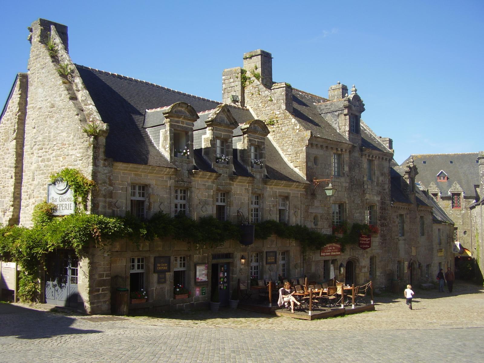 Image : Place de Locronan