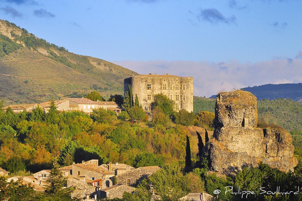 Le hameau de la roche et Alba la Romaine