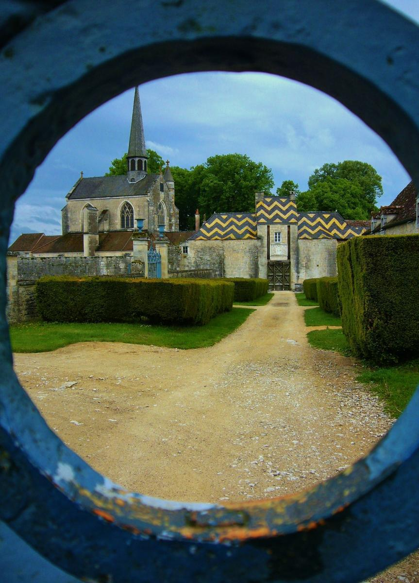 vue sur l entrée du chateau