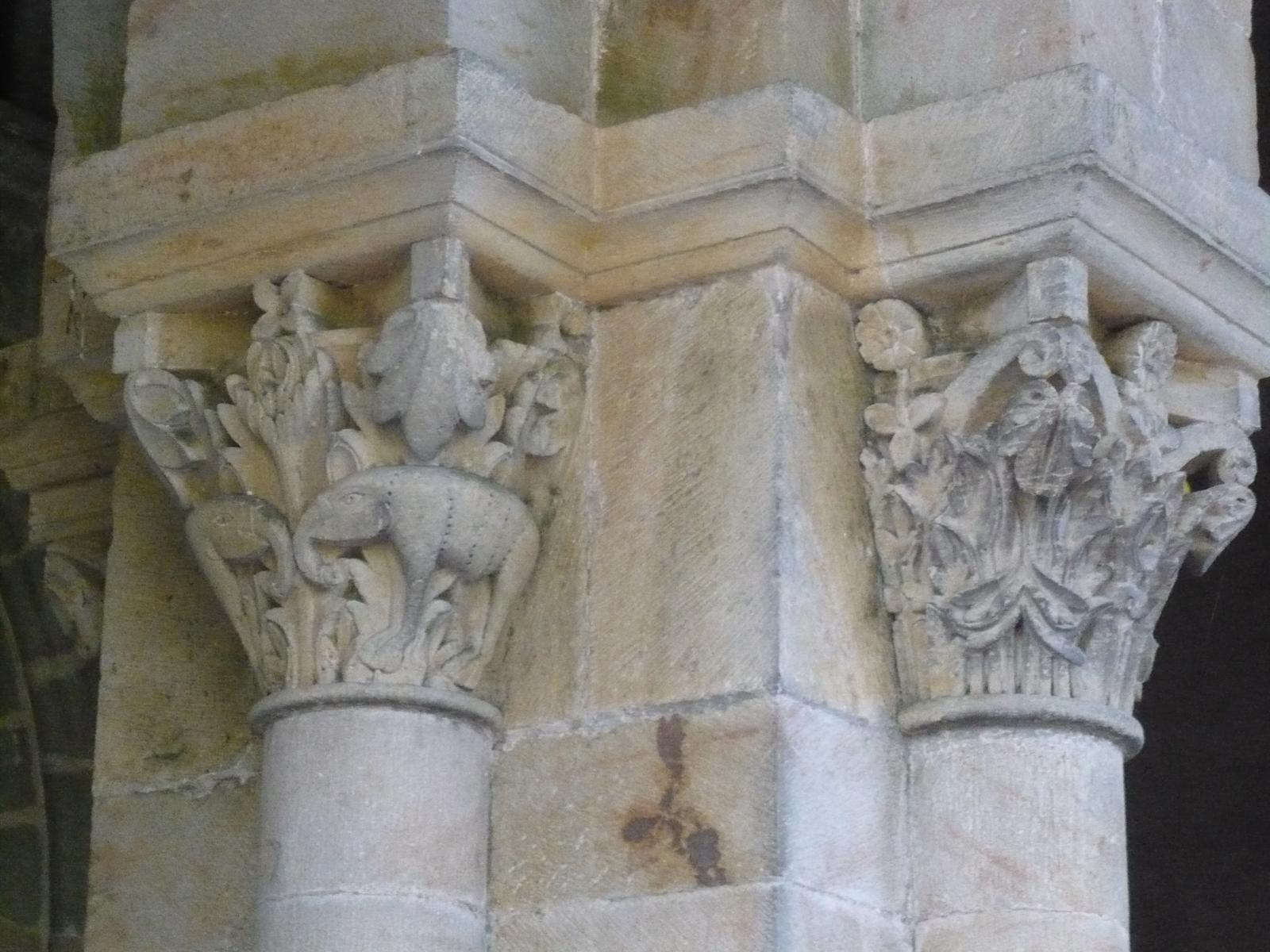 Chapiteaux du narthex