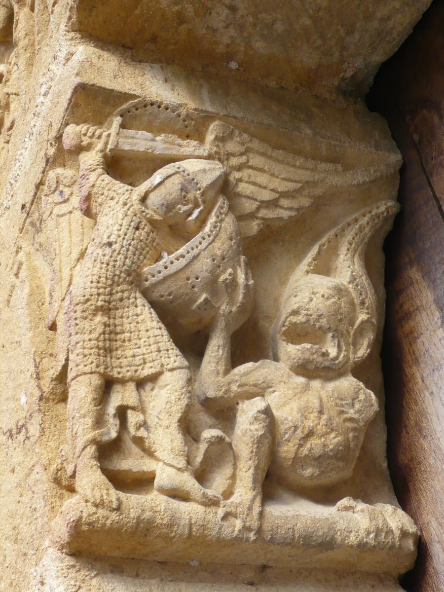 Corbeau du portail, StMichel terrassant le dragon