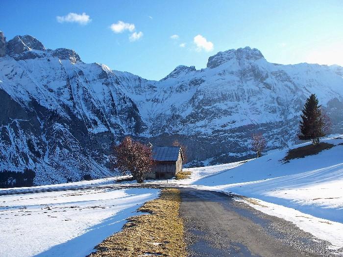 Le massif du Bargy, et la route des Frachets, à Mont-Saxonnex