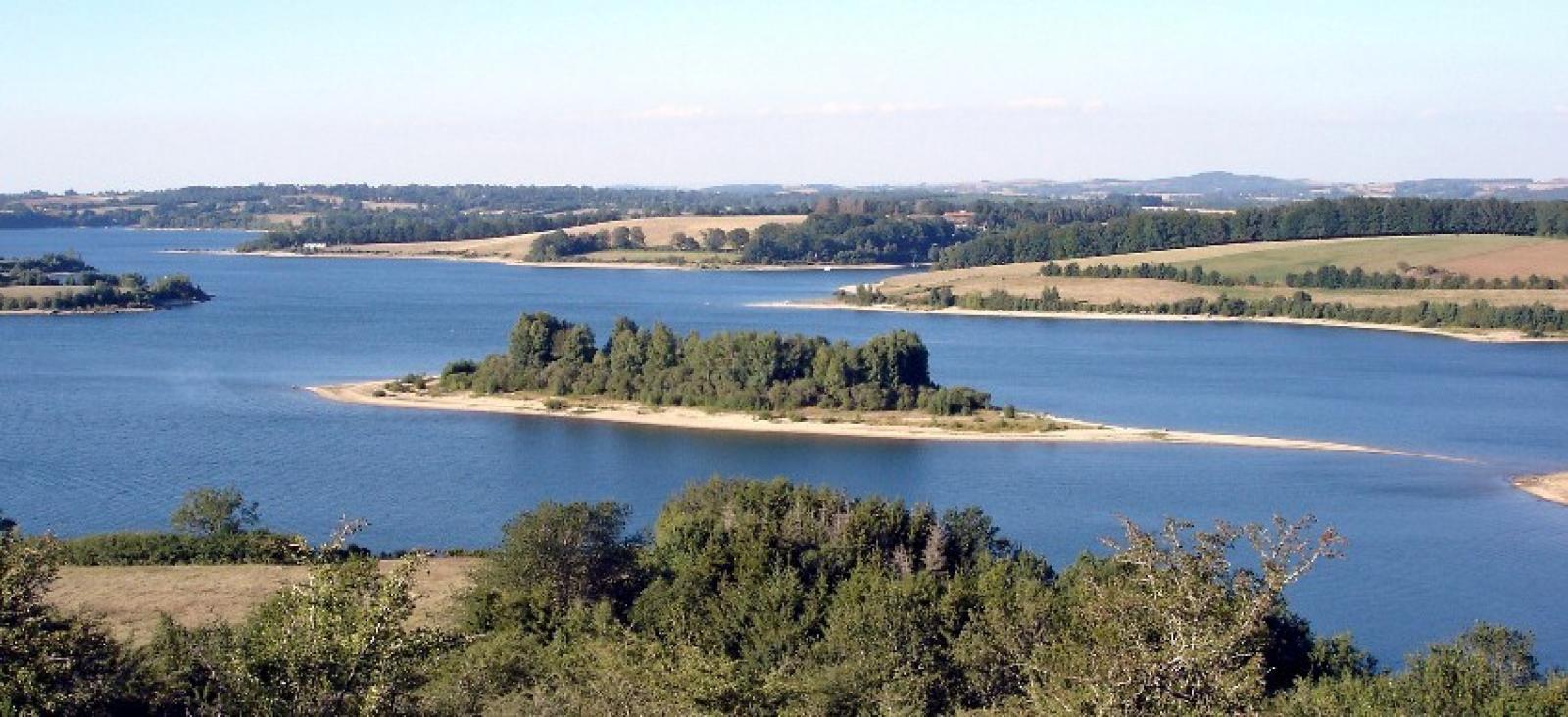 Le lac de Pareloup et ses îles