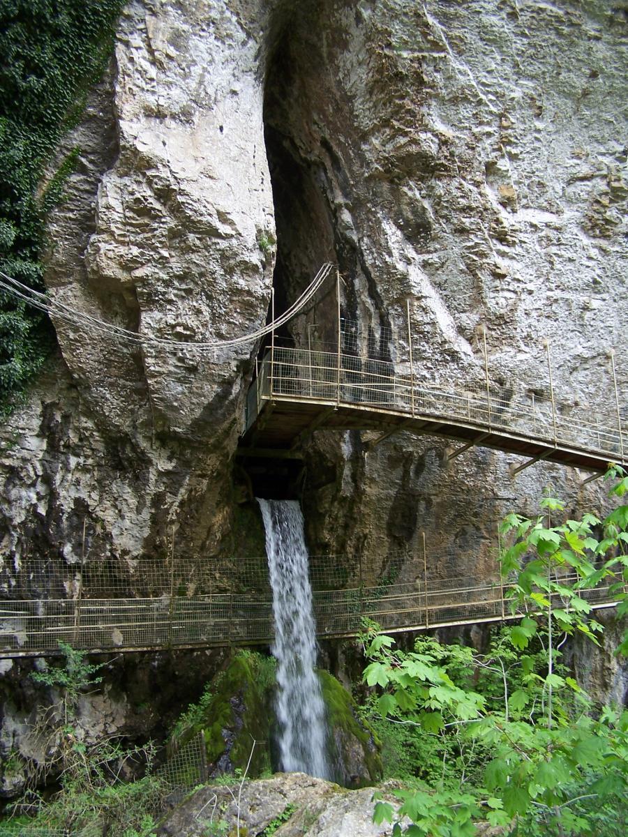 Baume les Messieurs-Entrée de la grotte