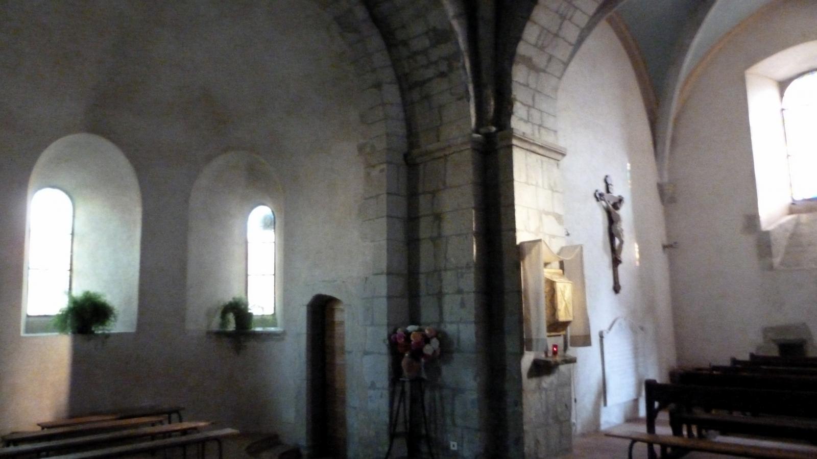 intérieur église de Desingy