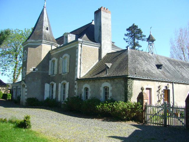 facade arrière du chateau de La Montchevalleraie, Aviré, 4 km de Segré