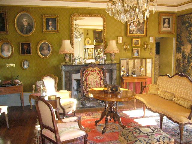 Salon vert du au chateau de La Montchevalleraie, Aviré, 4 km de Segré