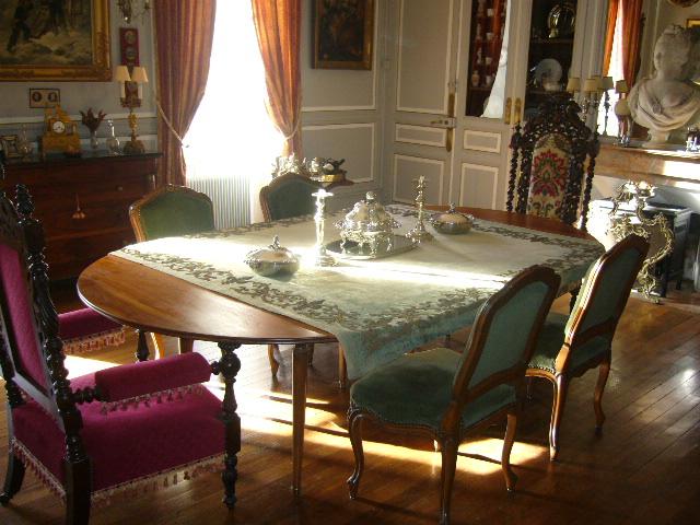 Salle a manger du chateau de La Montchevalleraie, Aviré, 4 km de Segré