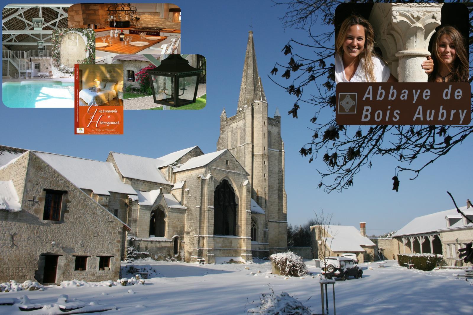 Abbaye R.S.M.Bois-Aubry vue à partir de l'est