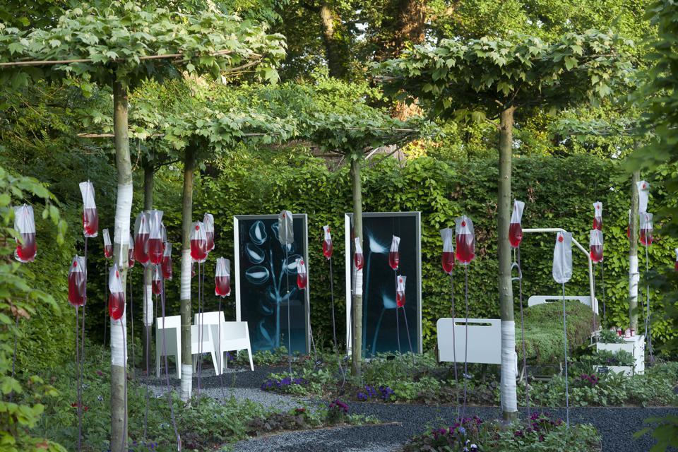 Jardin 'Manier avec précaution'