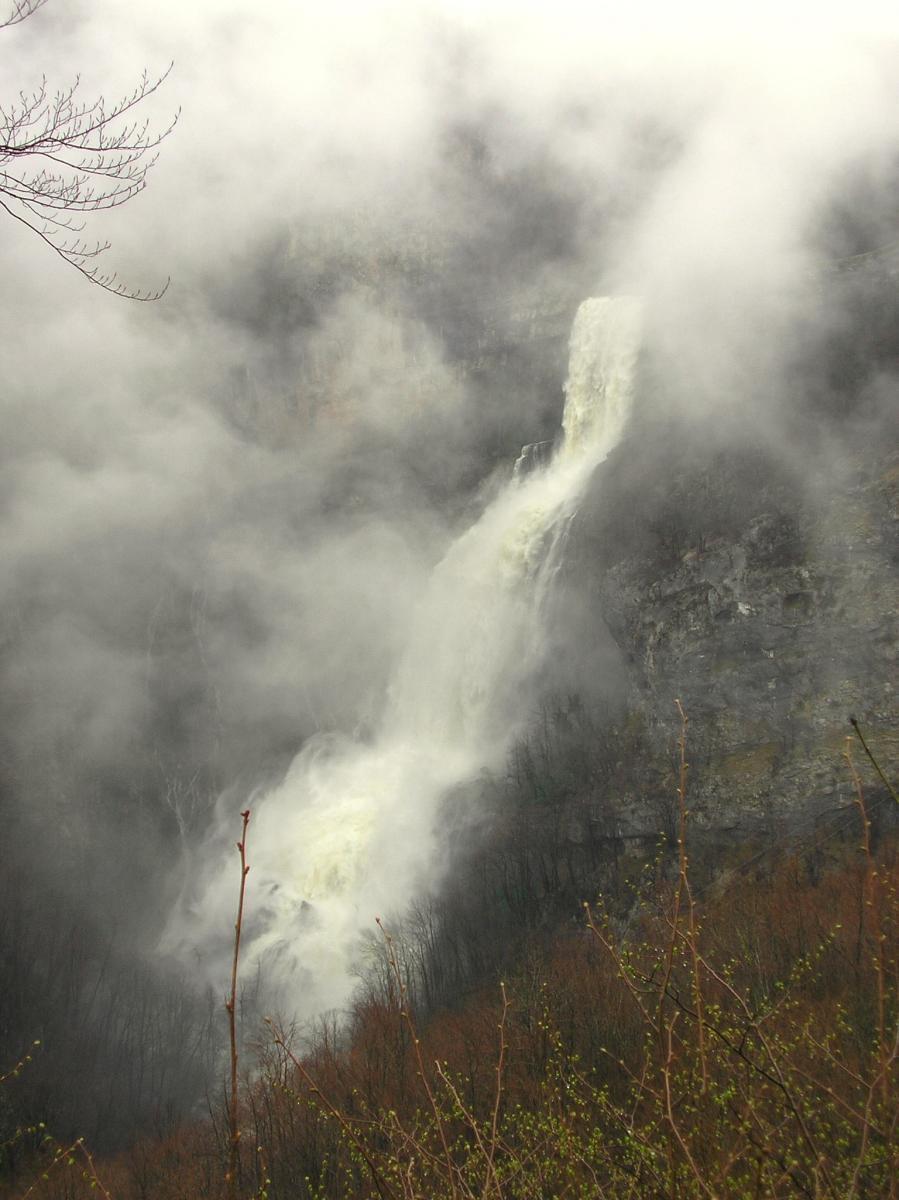 cascade de la Charabotte.jpg
