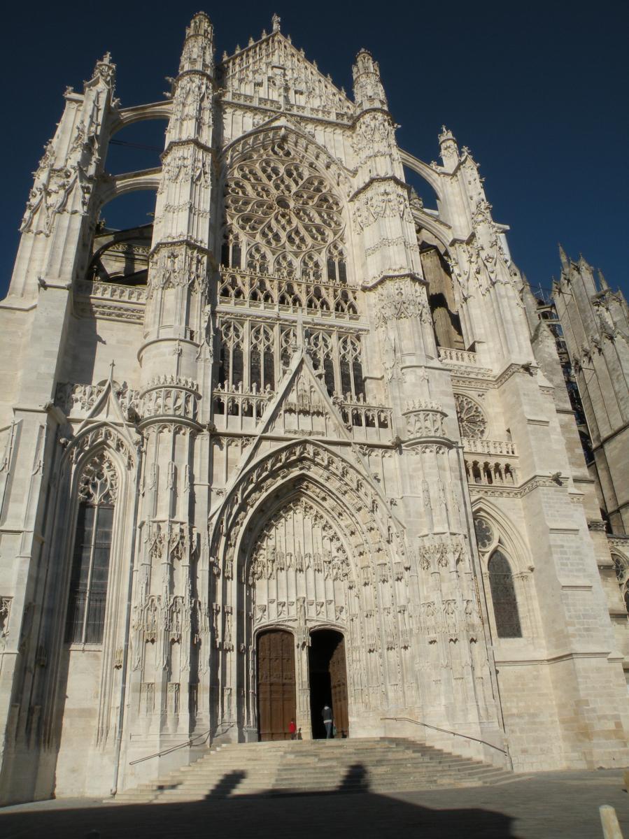 Cathedrale st pierre de Beauvais.JPG