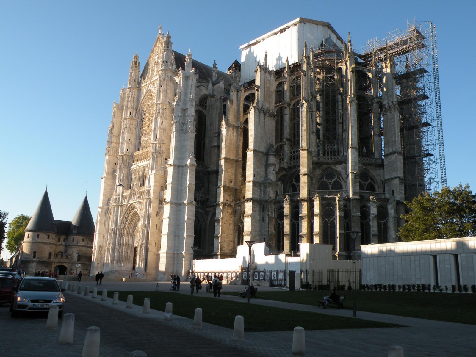 Cathedrale st pierre de Beauvais 5.JPG